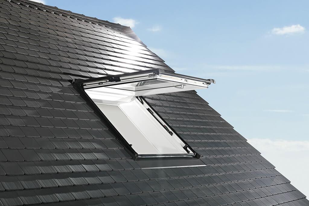 Foto: Roto Dach- und Solartechnologie | Roto Designo R8 Klapp-Schwingfenster
